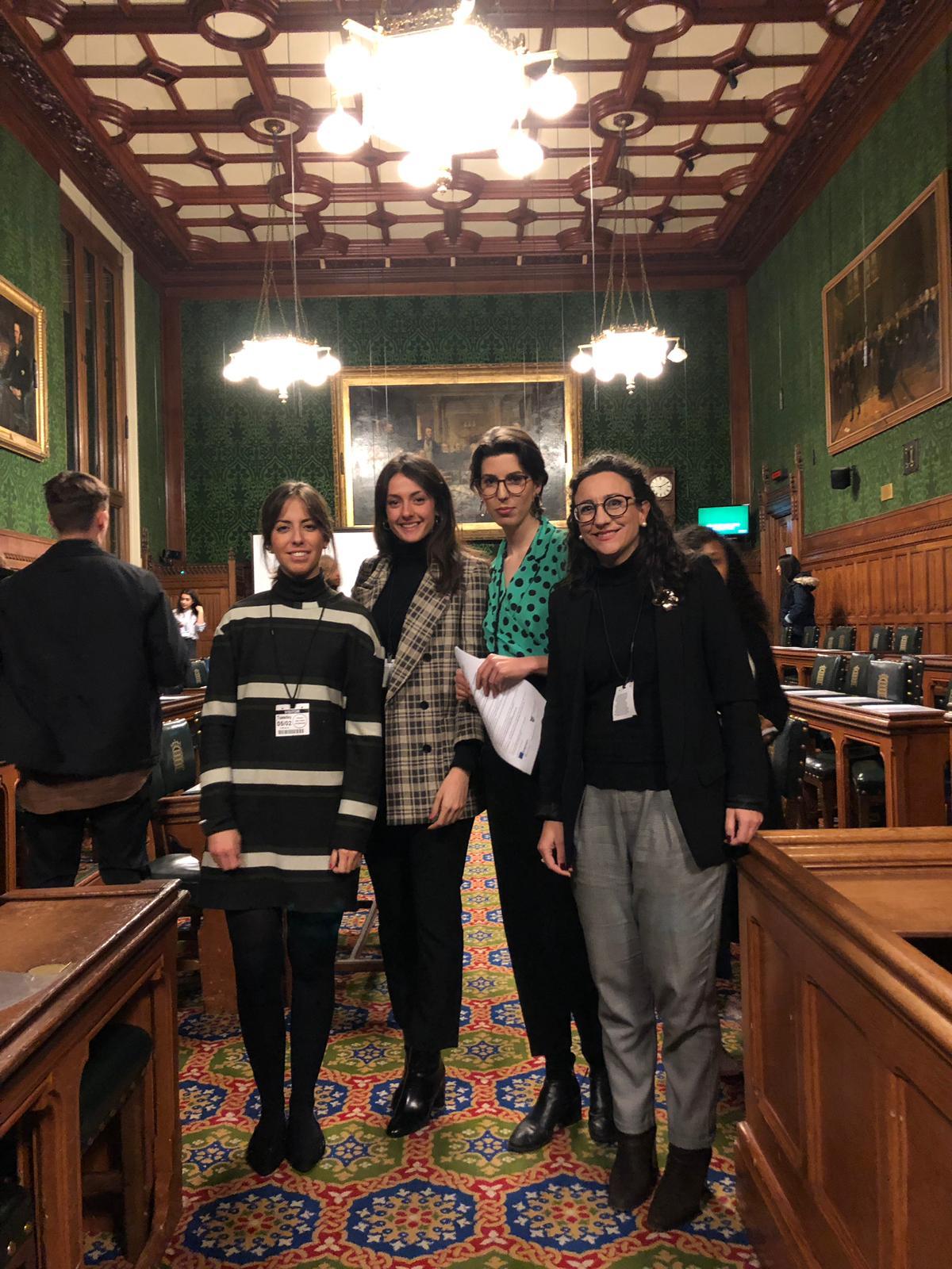 """Jóvenes de Fundación Canfranc """"toman posesión"""" del Parlamento Británico"""